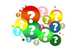 Vraagtekens in gekleurde ballonnen