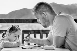 papa en dochter tekenen
