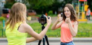 Jongeren die vloggen