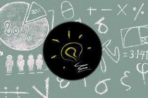 Schoolbord met rekenoefeningen en ideelampje