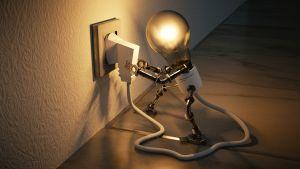 lampmannetje met stekker in stopcontact