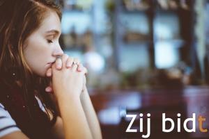 biddend meisje
