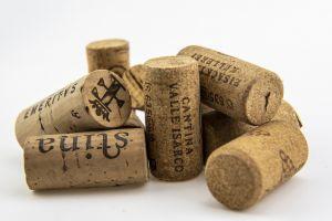 Enkele kurken van wijnflessen