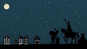 Sint en Piet lopen over de daken tijdens een nacht