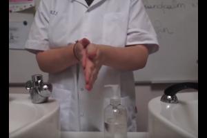 wassende handen