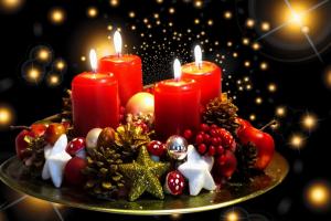vier rode kaarsen