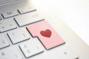 toetsenbord met een hartje om de enter