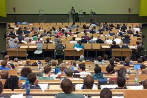 volle aula aan universiteit