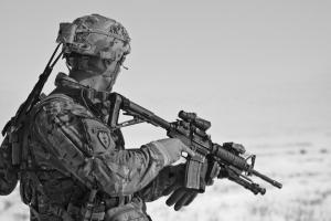 soldaat met een wapen