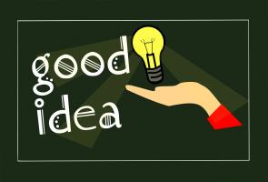 hand met een gloeilamp erbij - Good idea