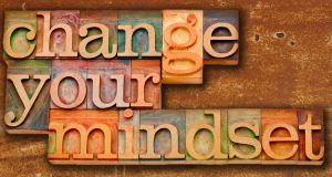 Plaat met tekst change your mindset