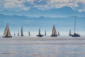 schepen op een meer