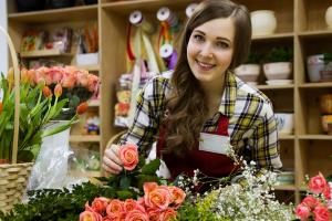 verkoopster in bloemenzaak