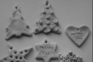 kerstfiguurtjes gemaakt van zoutdeeg