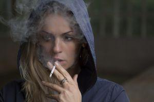 meisje dat rookt