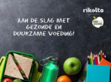 Gezonde voeding met op de achtergrond een schoolbord