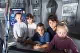 leerlingen in escaperoom