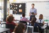leraar geeft les