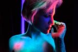 Meisje in neon