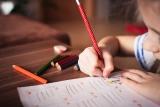 Meisje schrijft