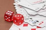 Kaartspel en dobbelstenen