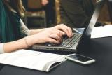 Leerling aan laptop
