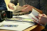 Studenten met mappen en boeken voor zich