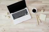 vogelperspectief laptop en ander materiaal